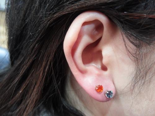 耳たぶの2連ですけど、別にめずらしくはないですけど、、