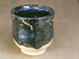 桜島の火山灰を湯飲みに塗り付けて焼いてみたら、、、。