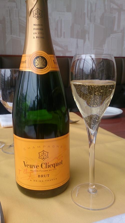 ホリデーランチはシャンパーニュで乾杯!