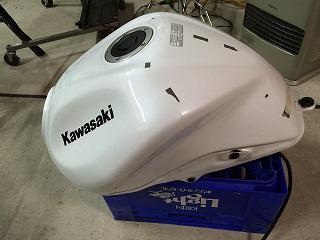 カワサキ Z1000 バイクタンクに出来たヘコミ~