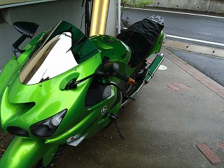 バイクタンクのデントリペア(ZX-14 Ninja)
