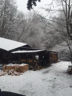 今日の登り窯、なんと雪が降り積もっていました。
