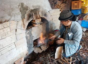 登り窯のHP更新しました。今回4月の焼成様子をご覧ください。