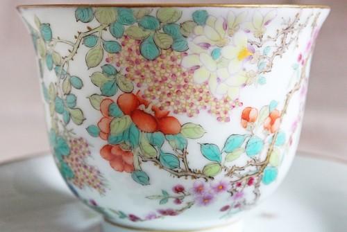 芸術的な絵付け、完璧なフォルムの百花図カップ&ソーサー
