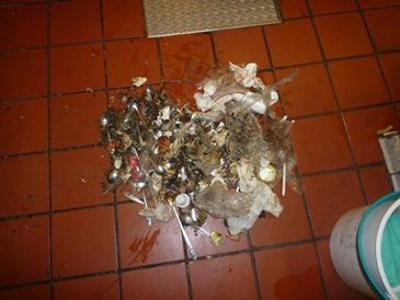 厨房機器下等のゴミの掻き出し作業の再考