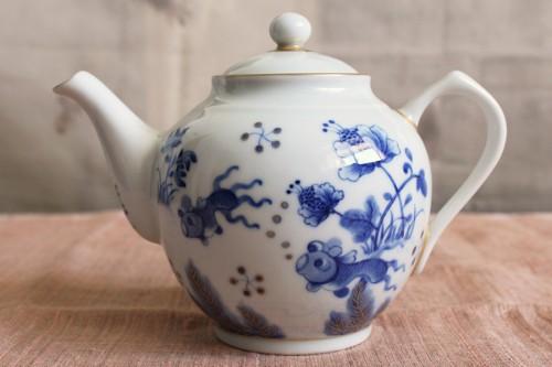 美味しい紅茶を飲みたい方にオススメ、金魚図の大きめ紅茶ポット