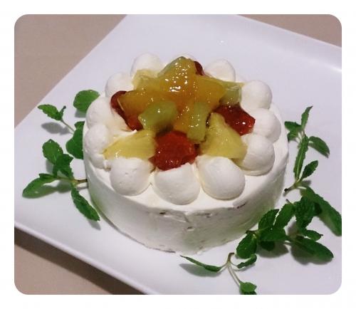 お誕生日や記念日にはホールのケーキ承ります!