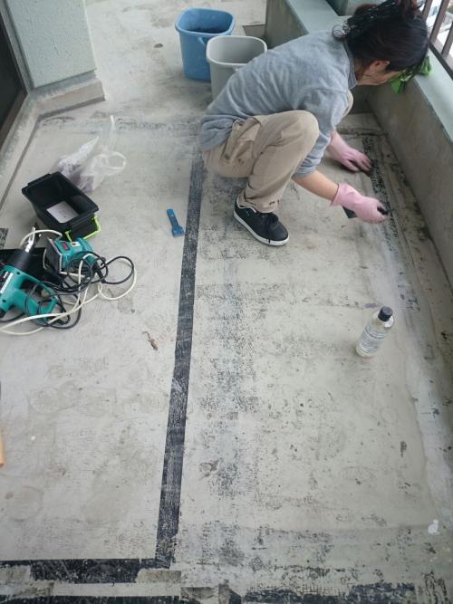 横浜市 粘着シール跡 掃除