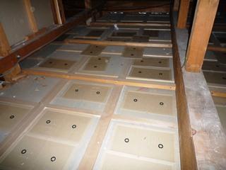 天井裏での粘着トラップの設置について