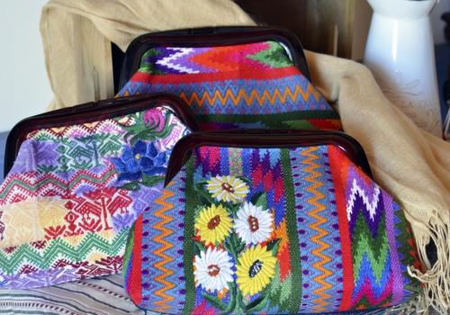 グアテマラの織物を使ったクラッチバッグが入荷しました!
