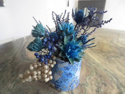 花に合わせた光るオリジナル花器