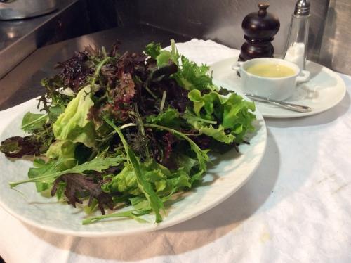 ふかふかファームより自然農法で育ったグリーンサラダ
