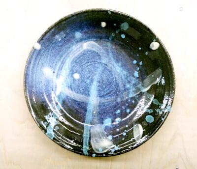 夏の夜空の皿。星や星雲が空いっぱいに広がっているみたい。