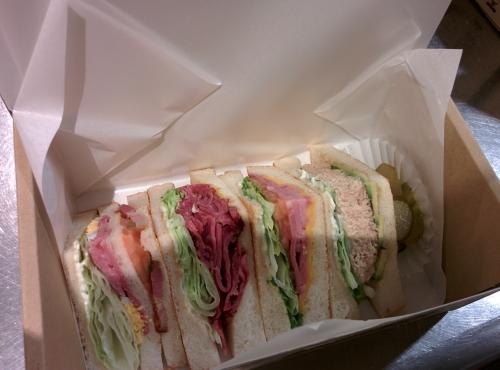 港区西麻布にサンドイッチのデリバリー