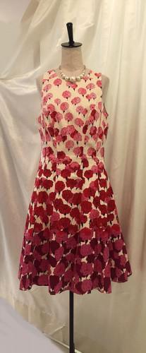 MAGGY LONDON のカーネーション柄のドレス