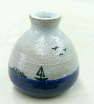 ヨットが描かれた小さな壺