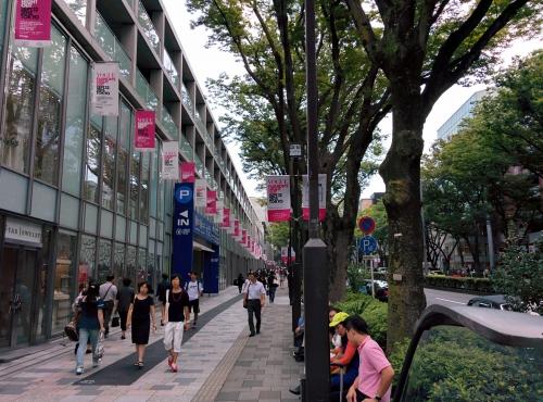 渋谷区表参道にサンドイッチとミニバーガーのデリバリー
