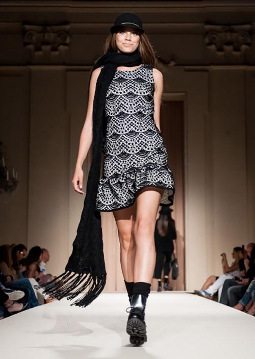 ブラックレースのドレス