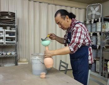 アッ自分の作品に釉薬かけるの忘れてた。明日の登り窯にセーフ。