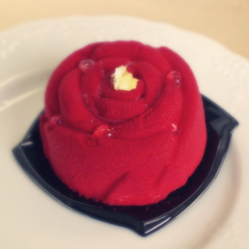 リンパマッサージのお客様から、薔薇のケーキ