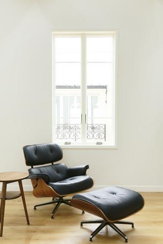 ハウススタジオ:C...リビングの窓まわりと家具
