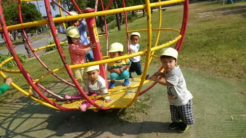 ファミリー託児所ちびっこチーム 新しい遊具に挑戦!