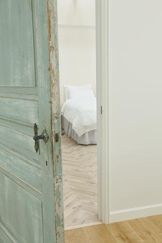 ハウススタジオ:リビングルームの扉