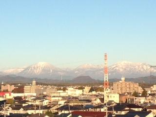 一夜にして 真っ白な日光連山