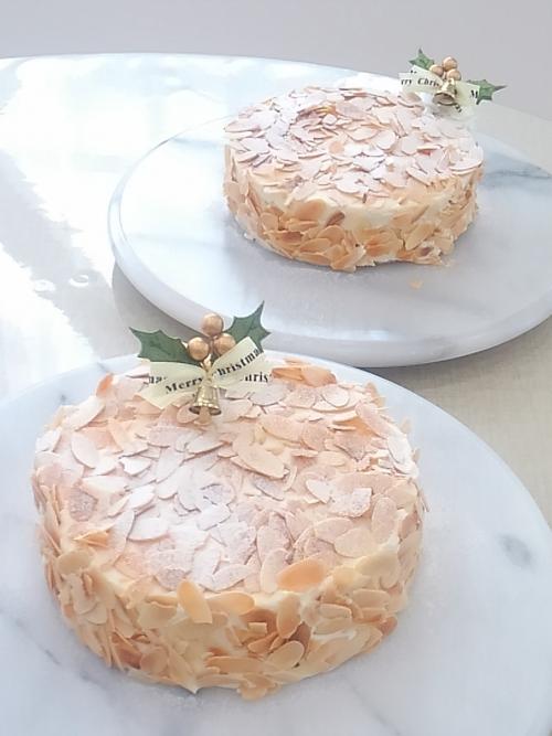 アーモンドのケーキをクリスマス仕上げに