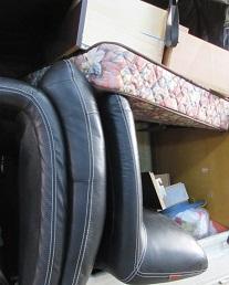 鴻巣市便利屋マンションからの家具不用品回収です。