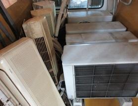 深谷市便利屋、不用品エアコン取外し回収作業です。