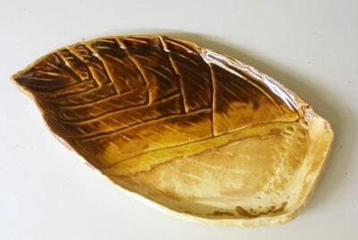 陶芸教室 東京 国立けんぼう窯 たけのこ形の大皿はAさん作。