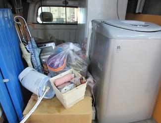 埼玉県熊谷市便利屋引越しごみ冷蔵庫洗濯機家電品回収作業。