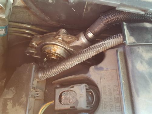 BMW E46バキュームポンプOILもれ修理