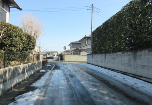 降り積もった雪から10日間、それでもまだ雪は残る…。
