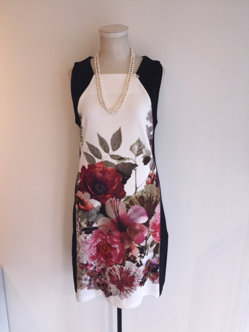 春はお花がいっぱいのドレスを