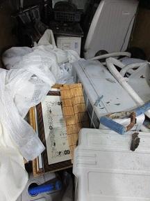 東松山市のお庭片付けエアコン取外し回収です。