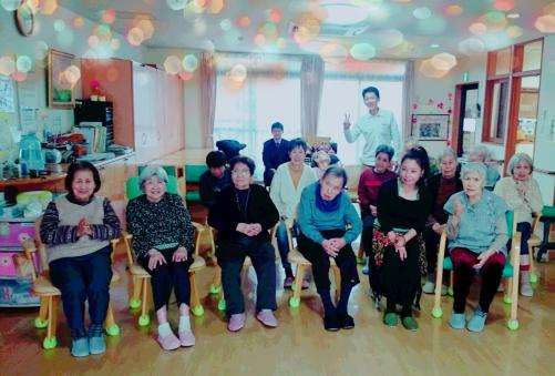 認知症グループホームでの介護予防椅子カキラ