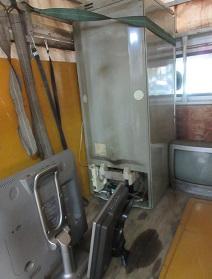 冷蔵庫とテレビ、熊谷市の不用品回収、便利屋格安です。