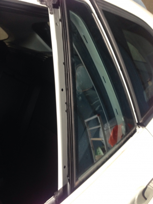 BMW X1 ドアガラス脱着
