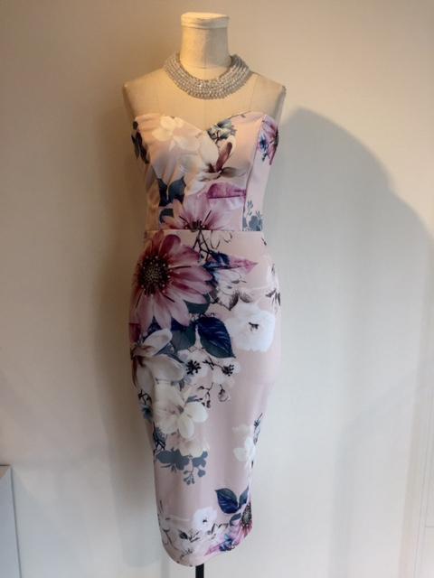 美しい!リプシーのセクシードレス。