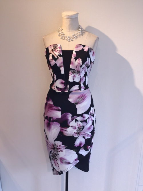 リプシーのベアトップドレス
