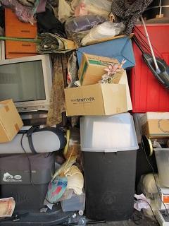 高齢者施設、3階のお部屋からの不用品大量ごみ。