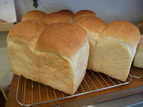 食パンのイーストを半分に減らしました