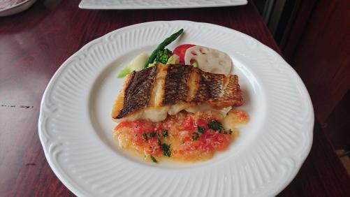 ランチタイム 伊勢より入荷の魚料理