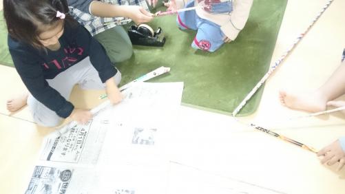 新聞紙遊び☆夜間保育託児所