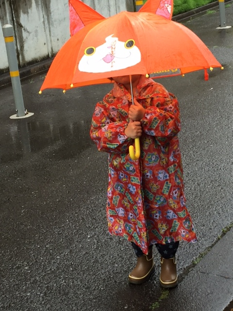 雨の日の、、お散歩編    夜間早朝保育