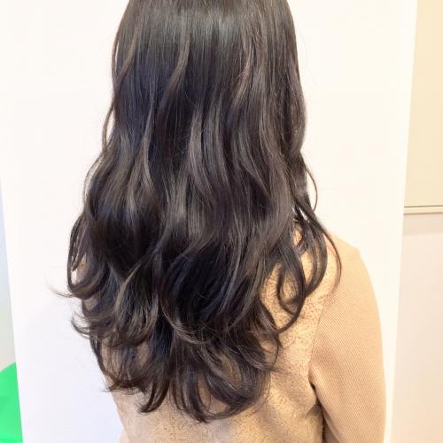 ヘアカラー マットブラウン ロングヘア 巻き髪