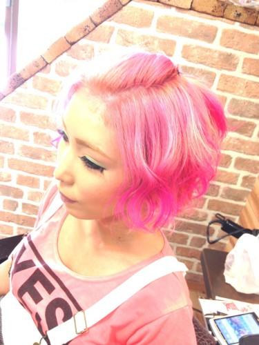 子供に指差されると思う。ピンクちゃん。