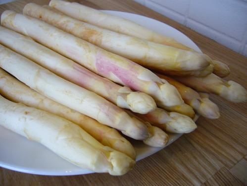 野菜の女王「ホワイトアスパラ」は東シェフの地元、富良野より